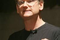 2008年07月30日に札幌で講演するレッシグ教授。「クリエイティブ・コモンズ(CC)について語るのはこれっきり」なんて言っていた気もするが、2009年05月01日にも東京でCCの講演会がある。