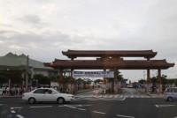 第32回宜野湾はごろも祭り、第21回飛衣羽衣(とびんすはにんす)カチャーシー大会。沖縄の祭りの一風景を、写真でお伝えしたい。