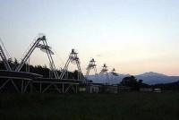 早稲田大学でできる天体観測,と聞いてどんな想像をするだろうか。プラネタリウム?それとも望遠鏡?肉眼では見えない星に出会うために都会で天体観測が行われていた・・・もうひとつの宇宙「電波天文学」への招待。今宵,空を見上げてみませんか?