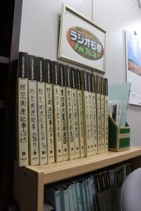 東日本大震災関係の資料=ラジオ石巻社内
