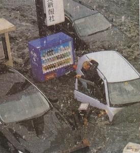 3.11当日の三陸河北新報の社屋前