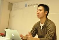 2012年7月末、三陸河北新報社(宮城県石巻市)のビル1階に「ヤフー石巻復興ベース」がオープンした。ネットメディアであるヤフーが被災地支援の取り組みとして展開したもので、地域内外の人や団体に対して広く開放し、継続的な支援や新サービスの構築・事業化を目指している。ネットメディアの新しい試みに自ら手を挙げて参加した石巻出身の石森洋史さんに取材した。