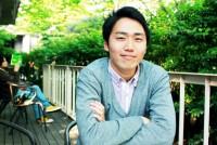 午前の授業が終わると、弁当を持って大隈庭園に向かう早稲田の留学生が目につく。自分の都合さえつけば、ランチを食べながら初めて会った人と交流できる。そうした気軽さが魅力の「早稲田ランチオーガニゼーション(WLO)」。運営しているのは政治経済学部5年の佐藤航平さん(23)だ。