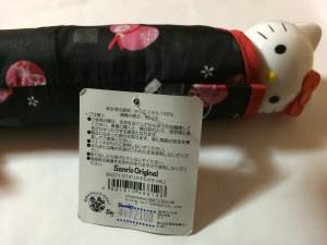 折り畳み傘の値段シールに隠れている「MADE IN CHINA」の表示=12月16日