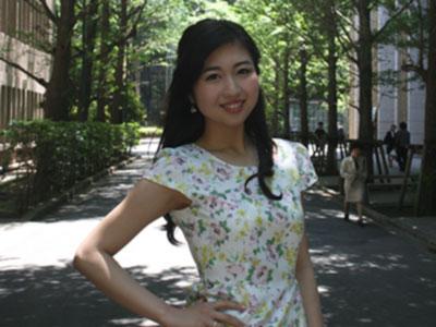 早稲田大学国際教養学部4年の影山鈴華(りんか)さん(21)は、5月6日に大宮ソニックシティーで行われたミスコンテスト「ミススプラナショナル」日本大会に、埼玉県代表として出場した。2013年には「ミス・ユニバース」にも挑戦。出場で「その人らしい美しさを引き出したい」という思いが高まったといい、内面と外見の美しさの磨き方を教える「ビューティースクール」の開設を目指す。