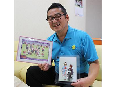 札幌市で料理店を経営していた市村位郎(ただお)さん(56)は5年前、料理人としての約30年のキャリアに終止符を打ち、都内の早大生専用寮の寮長に転じた。理由は「東京に行ってしまった孫に会いたかったから」。中野区鷺宮2丁目の寮「スクエア・サギノミヤ」で朝6時から夜8時まで、時には夜11時ごろまで働きながら、週末は孫の「良い遊び友だち」としてオフのひとときを楽しむ。