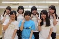 今月末、大学対抗の女子大生アイドル日本一決定戦「UNIDOL2017 Summer supported by MARUCHAN QTTA 決勝戦」に、早稲田大学のグループ「Prismile(プリスマイル)」が出場する。早稲田からは3チームが予選に出場し、そのなかで唯一決勝に駒を進めた。2016年4月に結成したばかりの若いチームで、決勝進出は初めてだ。本番へ向けて追い込みの練習が続くなか、決勝にかける思いを聞いた。  写真はUNIDOL2017 Summer 決勝戦に出場する早稲田大「Prismile」のメンバー=2017年7月、杉並区東高円寺で撮影
