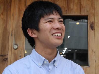 「気軽に参加できて、ニーズにあったボランティアを提供したい」。千葉県市川市在住の立正大4年生、武井裕典さん(22)は、東日本大震災支援のための学生団体「Youth for(ユース・フォー)3.11」の代表を務めている。若者による東北への支援を継続的に続け、新たに関東の中山間地域へもボランティアの派遣を始めた。一時は減少傾向にあった派遣人数も、また増え始めているという。  (トップの写真:「ユース・フォー・3.11」代表の武井裕典さん=東京都品川区のオフィス前で、2017年5月12日、二神花帆撮影)
