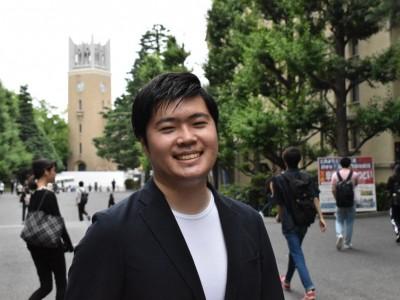 2019年4月1日、早稲田大学にAIを学べる新たな学生団体が誕生した。WASEDA AI LABは、国籍・大学・学部問わず、データサイエンスについて学びたいと思う学生のための組織だ。20名のコアメンバーを軸とし活動を展開する。これまでも、AI事業を展開する企業とコラボし競馬予想を行う体験型イベントを催すなど、日本のAI(人工知能)人材不足問題を解決したいという思いで活動をしている。  (トップの写真:WASEDA AI LAB代表 末富ニコラス健丸さん(23)。特技は語学。4ヶ国語を流暢に扱うマルチリンガルだ=2019年7月8日、東京都新宿区の早稲田大)