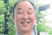 今年5月、東京都に住む70代男性が孤独死、新型コロナに感染していたことが発覚した。コロナ禍で民生委員による見回り活動は停止し、孤独死の現場は深刻化している。そんな中、孤独死課題に取り組むNPO法人エンリッチ代表の紺野功さん(60)に話を聞いた。紺野さんは「高齢者向けの見守りサービスはあるけど、現役世代の見守りって、ないんです」と指摘した。  (トップ写真:紺野功さん=紺野さん提供)
