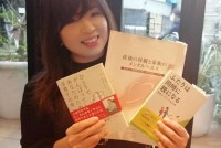 貧困、医療崩壊、東京オリンピック2020延期……新型コロナ肺炎によって発生した問題は数多くあるが、影響は出産の現場にも出ている。体調の悪い妊婦と夫が保健所でPCR検査を断られたケースがあった。「なぜ妊婦はPCR検査が受けられないの?」と東京都助産師会の有志が集まり、妊婦とその家族に対する新型コロナへの対応の改善を国に要望し、PCR検査希望をする妊婦に全額補助をする予算を勝ち取ることができた。今回、有志の一人である東京都助産師会地区分理事で助産師の清水幹子さん(44)に、出産の現場や活動の経緯を聞いた。  (トップ写真:清水幹子さん=SNSプロフィール画像より)