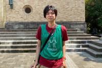 2020年の新型コロナウイルス流行に伴い、飲食店からのテイクアウトや路上飲みが増加し、繁華街を中心に改めてゴミのポイ捨てが問題となっている。街の清掃活動を続けるグリーンバード新宿チームでは、東京都新宿区内の早稲田・西早稲田・神楽坂を中心に、清掃の他にもイベント活動を行っている。母体となるNPO団体のグリーンバードは2003年に原宿で始まり、現在、国内外で多くのチームが活動中だ。2014年に発足した新宿チームで、現在リーダーを務めている伊藤陽平さん(33)に話を聞いた。  (トップ写真:グリーンバード新宿チームのリーダー・伊藤陽平さん)