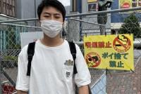 JR山手線と西武新宿線、地下鉄東西線の三つの路線が乗り入れる高田馬場駅。その駅前には島型のロータリー広場と呼ばれる場所がある。近隣には早稲田大学や東京富士大学、多くの専門学校や予備校などがひしめきあう「学生の街」として知られ、高田馬場を象徴する場所だ。そのロータリー広場は、コロナ禍以前からおのおのが持ち寄った酒類の空き缶や瓶、タバコの吸い殻などのゴミの散乱が問題になっていた。早稲田大学教育学部4年の新井国憲さん(23)は、ロータリー広場をきれいにするサークルを立ち上げた。自治体や企業・地域と連携して、ゴミを「捨てさせない」環境を作りたいという新井さん。ただ、ロータリー広場の閉鎖には違和感を覚え、ロータリー広場を「きれいな高田馬場」の象徴とすることを目指している。