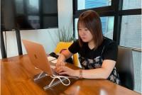 就職が厳しい韓国では日本への就職を目指す学生が年々に増えている。2019年10月末に厚生労働省が発表した外国人雇用状況によると、日本に就職した韓国籍の総数は6万9191人。前年に比べて10.7%増加した。なぜ韓国の若者は日本への就職に目を向けるのか。ソウル・新村(シンチョン)で「日本就職カフェKOREC」を運営し、就活生を指導している春日井萌さん(30)に話を聞いた。